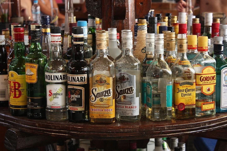 Khách du lịch không theo đạo Hồi có thể mang theo một lượng rượu nhất định và cần điền vào mẫu đơn khi nhập cảnh