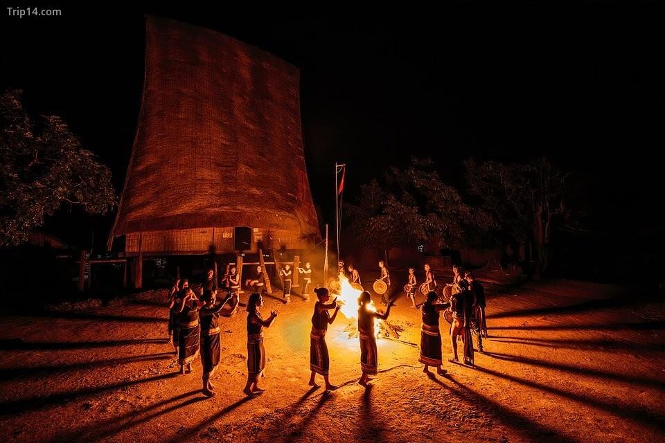 """Bức ảnh """"Lễ hội cồng chiêng"""" được tác giả Phạm Chí Công ghi lại tại lễ hội văn hóa cồng chiêng, tại tỉnh Gia Lai, Tây Nguyên"""