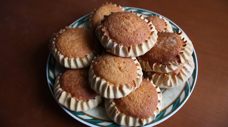 Khám phá món bánh phô mai Melitinia thơm ngon ở Santorini, Hy Lạp