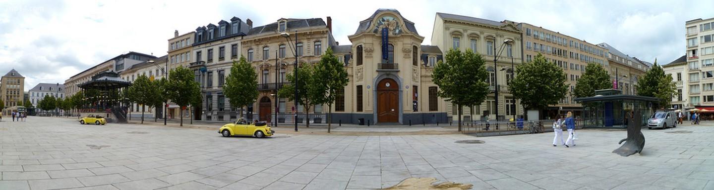 Kouter ở Ghent, với vọng lâu bằng gang thanh lịch ở bên trái   |
