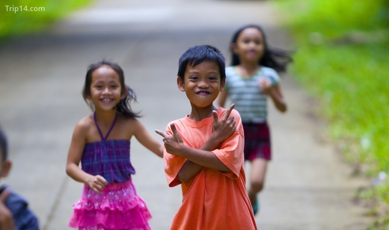 Trẻ em Philippines tạo dáng - Trip14.com