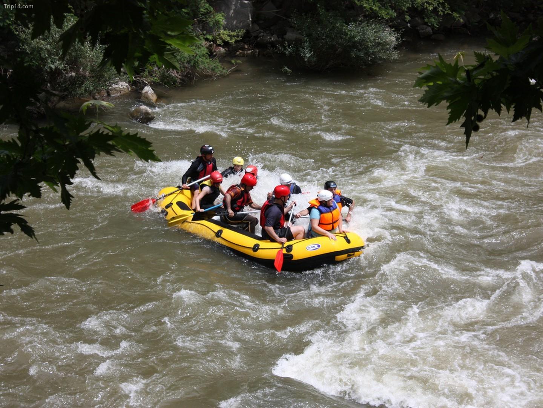 Đi bè trên sông Struma