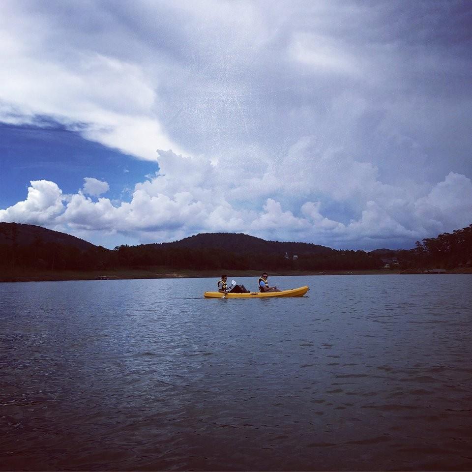 Chèo thuyền kayak trên hồ Tuyền Lâm - Khám phá hồ Tuyền Lâm ở Đà Lạt - Ảnh 3