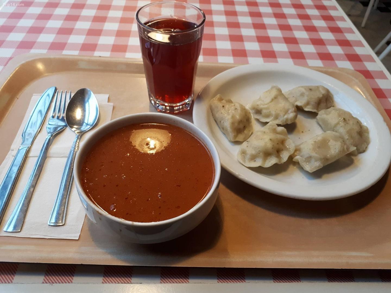 Món ăn trong nhà hàng Bar Mleczny ở Ba Lan