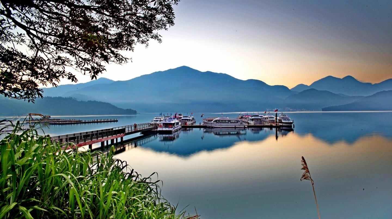 Hồ Nhật Nguyệt ngoạn mục |  © Eddy Tsai / Flickr