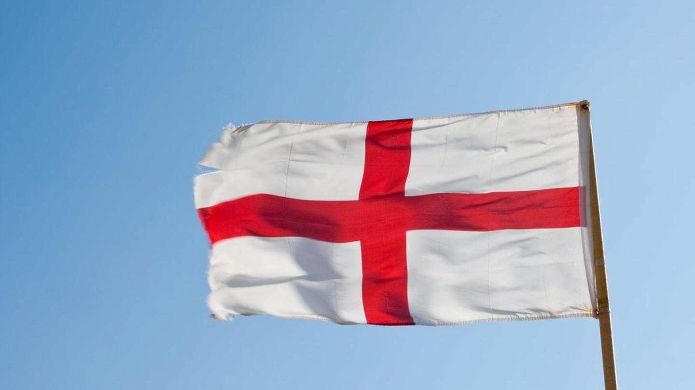 Nguồn gốc biểu tượng trên lá cờ nước Anh: thánh giá St George