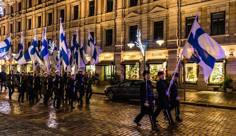 Đoàn rước đuốc của sinh viên vào Ngày Quốc khánh Phần Lan    