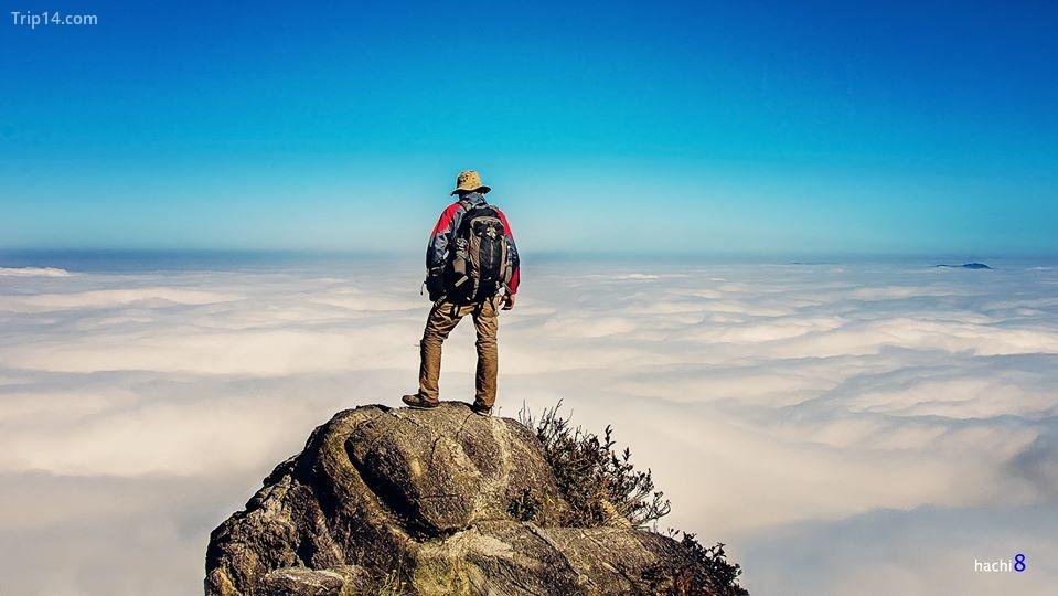 đứng giữa muôn trùng mây - núi Muối