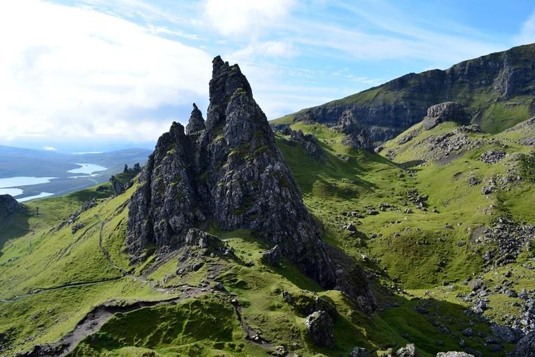 Khung cảnh tuyệt đẹp của Old Man of Storr ở Scotland