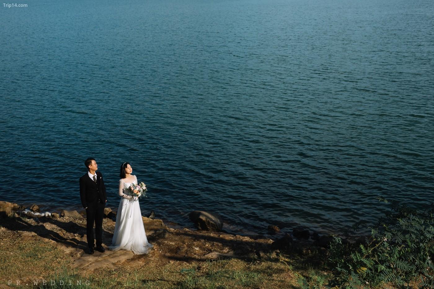 chụp ảnh cưới ở biển hồ Pleiku