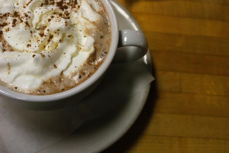 Uống sô cô la với kem - Trip14.com