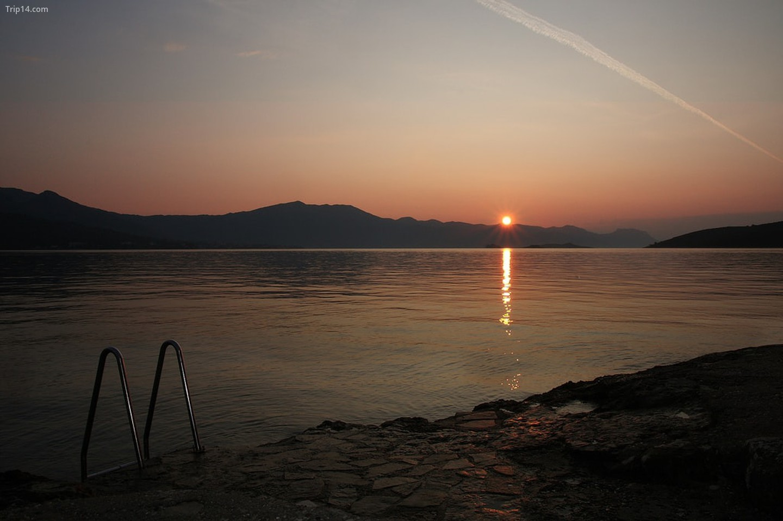 Zora - Bình minh trên bờ biển Croatia   |   Emanuele / Flickr