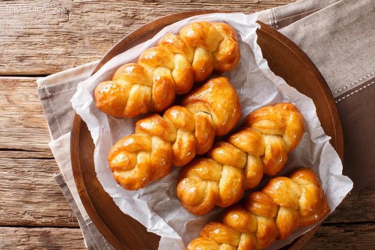 Koeksisters dính và ngọt, vì vậy nhớ mang theo khăn giấy khi ăn ngoài đường