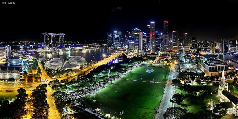 Cảnh đêm của đường chân trời Singapore và Padang   |