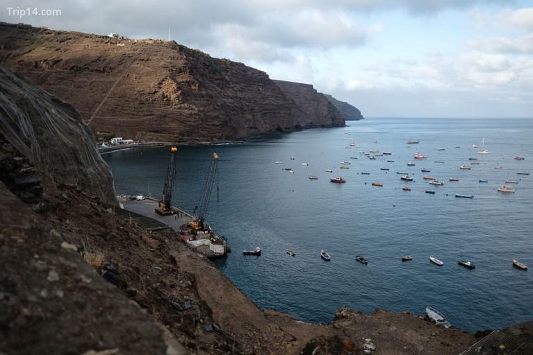 Hàng nghìn con tàu từng đi qua St Helena mỗi năm