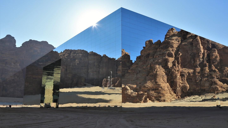 Maraya là một công trình kiến trúc siêu thực ở tây bắc Ả Rập Saudi