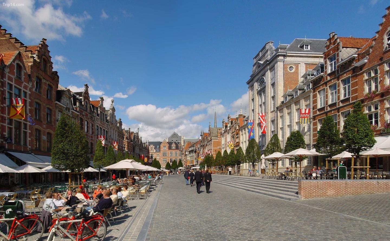 Leuven's Oude Markt, 'quán bar dài nhất thế giới'   |