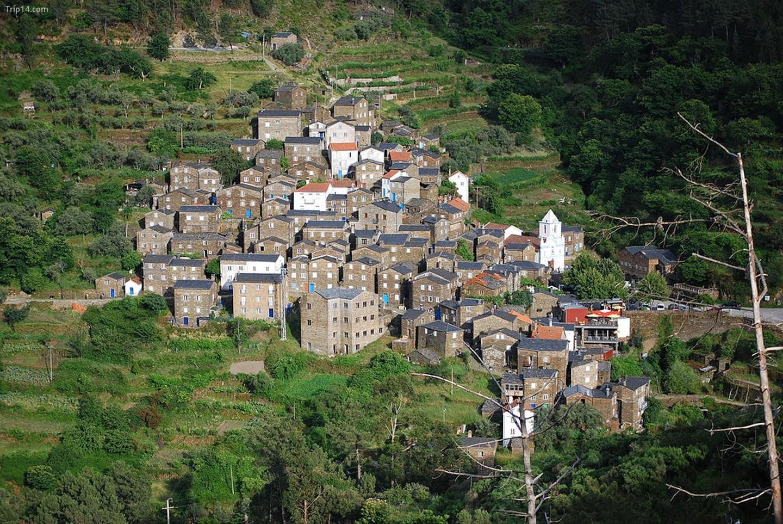 Có nhiều ngôi làng đẹp như tranh vẽ, như Piódão, cũng là nơi lý tưởng để thư giãn   |
