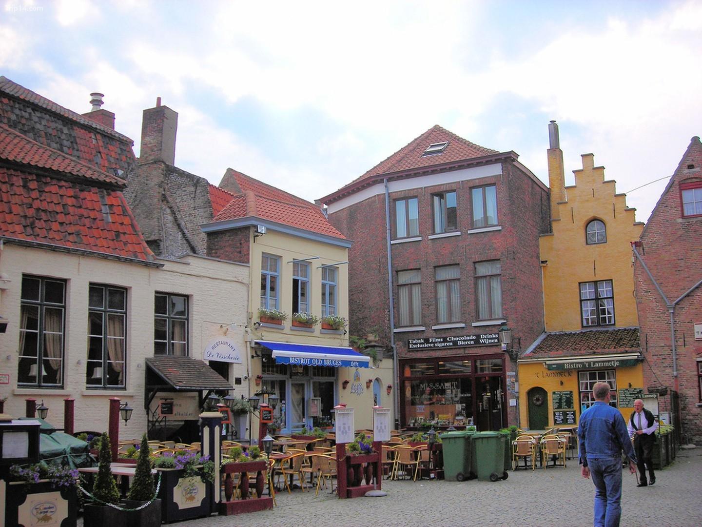 Quảng trường nơi những người thợ thuộc da của Bruges từng gặp gỡ, một trong những nơi bình dị nhất ở Bruges   |